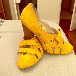 Hardly worn gold yellow suede Seychelles heels